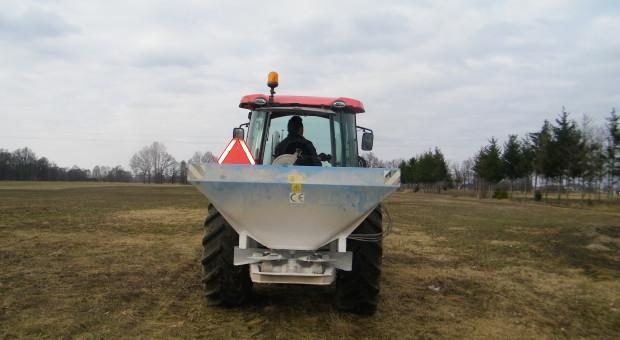 Wpływ herbicydów, nawozów i uprawy roli na życie glebowe