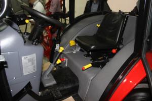 Traktory mogą mieć kabinę firmy Naglak lub tylko ramę ochronną, fot.kh