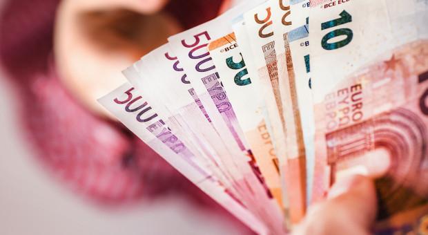 Komisarz UE: na walkę z kryzysem może być potrzebne 1,5 bln euro