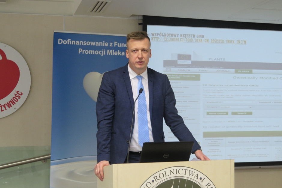 Paweł Mackiewicz z Biura Pasz, Farmacji i Utylizacji GIW