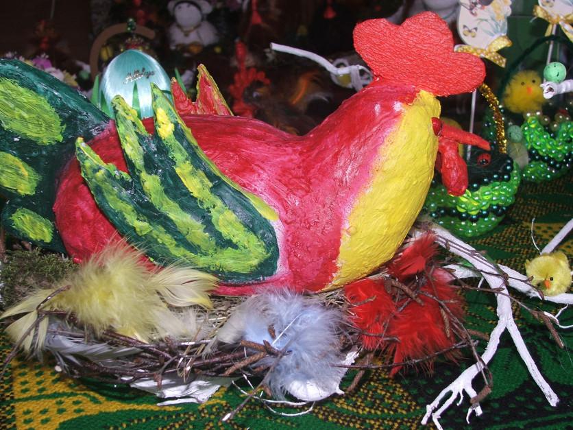 Te kury zostały wykonane przez KGW w Ignatkach z… siana fot. AKoz