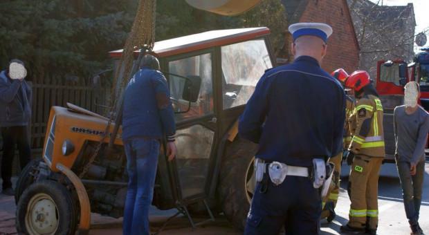 Nastoletni traktorzysta spowodował kolizję