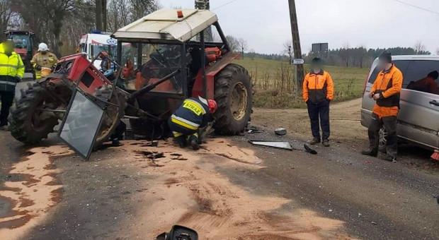 Zderzenie samochodu z ciągnikiem rolniczym