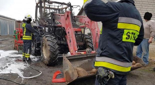 W gospodarstwie spłonął ciągnik