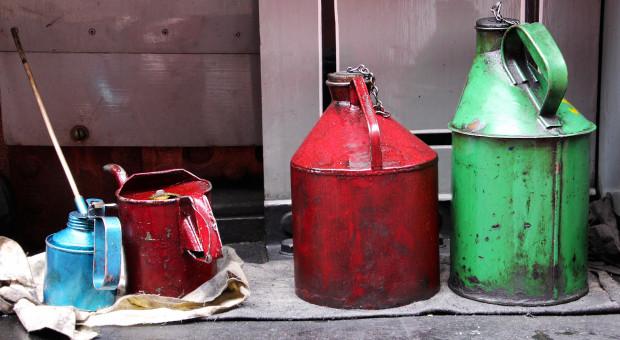 Jak zutylizować pojemniki po olejach i smarach?
