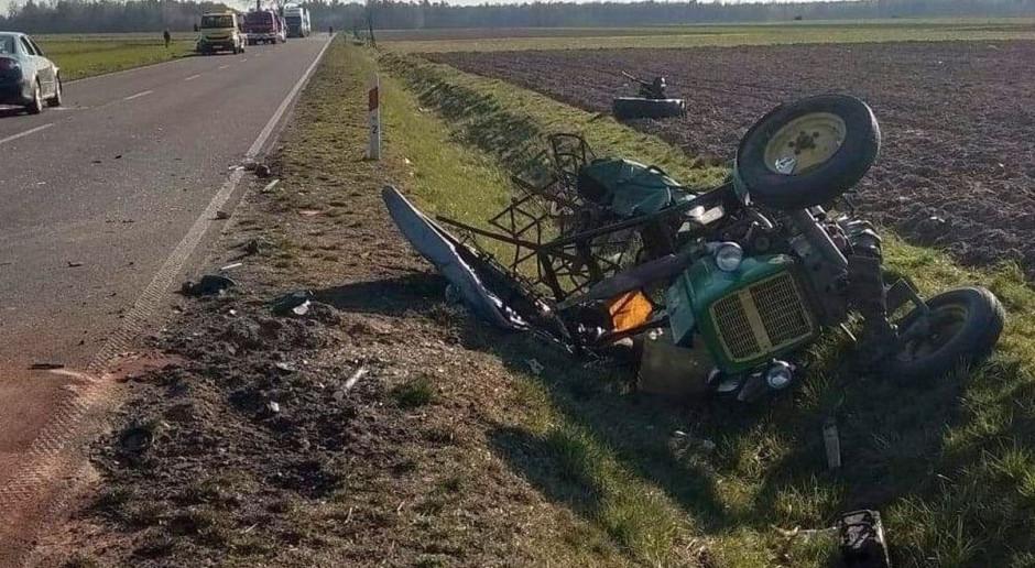Samochód staranował ciągnik - rolnik w szpitalu