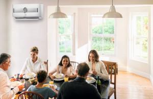 Strumień powietrza nie powinien być skierowany bezpośrednio na domowników ani przekraczać prędkości 0,25 m/s, żeby nie był odczuwalny jako przeciąg. Foto. Bosch