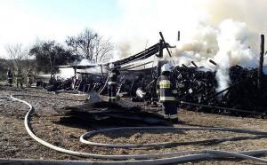 Budynki w Węgorzynku spłonęły doszczętnie. Straty oszacowano na 150 tys.zł,  Foto: OSP Piaszczyna