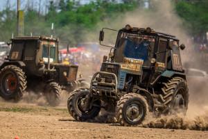 To jest jazda! Wyścigi ciągników Bizon Track Show