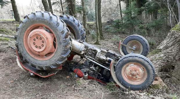 Nastolatka przygniótł traktor podczas zrywki drewna