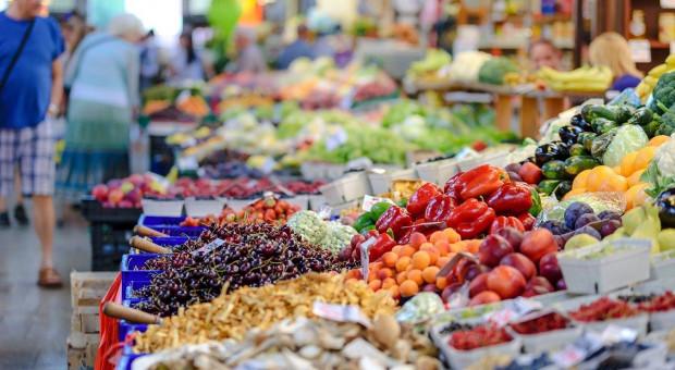 Bronisze: duża podaż owoców i warzyw, ceny jak w ubiegłym roku