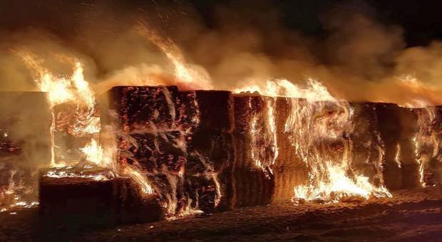 Pożar sterty słomy przy autostradzie A4