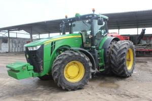 W przypadku ciągników John Deere, zdalne narzędzia diagnostyczne mogą być stosowane w ciągnikach już powyżej 100 KM; w dużych traktorach to standard fot.kh