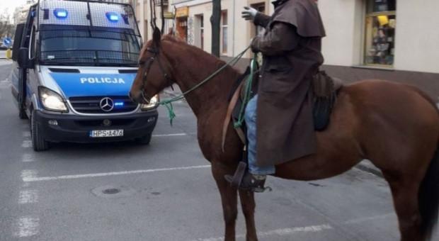 Jeździec dostał dwa mandaty - pijany pojechał konno do miasta