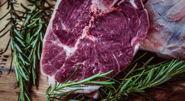 Brytyjscy rolnicy oburzeni na polską wołowinę w sklepach