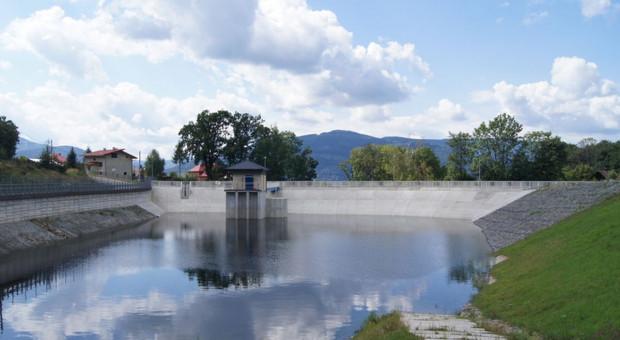 Wody Polskie przygotowują się do rozbiórki zbiornika retencyjnego w Wilkowicach