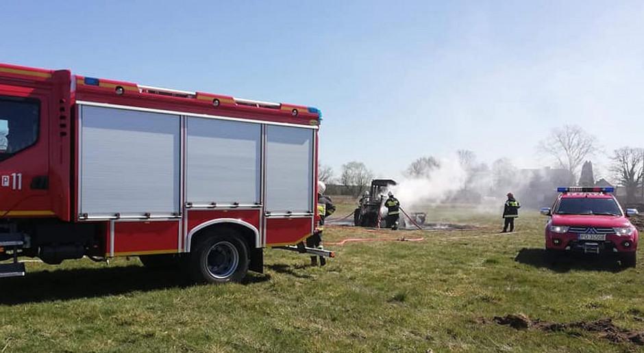 Na polu spłonął traktor z pługiem
