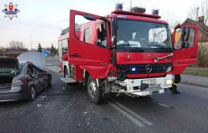 W Łukowie w kolizji poważnie ucierpiały obydwa pojazdy