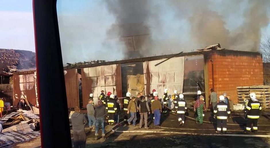 Prawie 1,5 mln strat po pożarze gospodarstwa - spłonęły maszyny, nawozy i ziarno