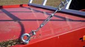 Łańcuchy podtrzymujące tylną  i przednią burtę nieco przeszkadzają przy załadunku