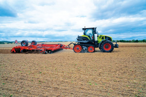 Claas Axion 960 TerraTrac na testach