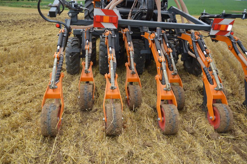 Redlice wysiewające dobrze radzą sobie z umieszczaniem nasion w glebie z dużą zawartością resztek pożniwnych. Cechą charakterystyczną agregatów Mzuri są różne odległości pomiędzy poszczególnymi rzędami roślin.