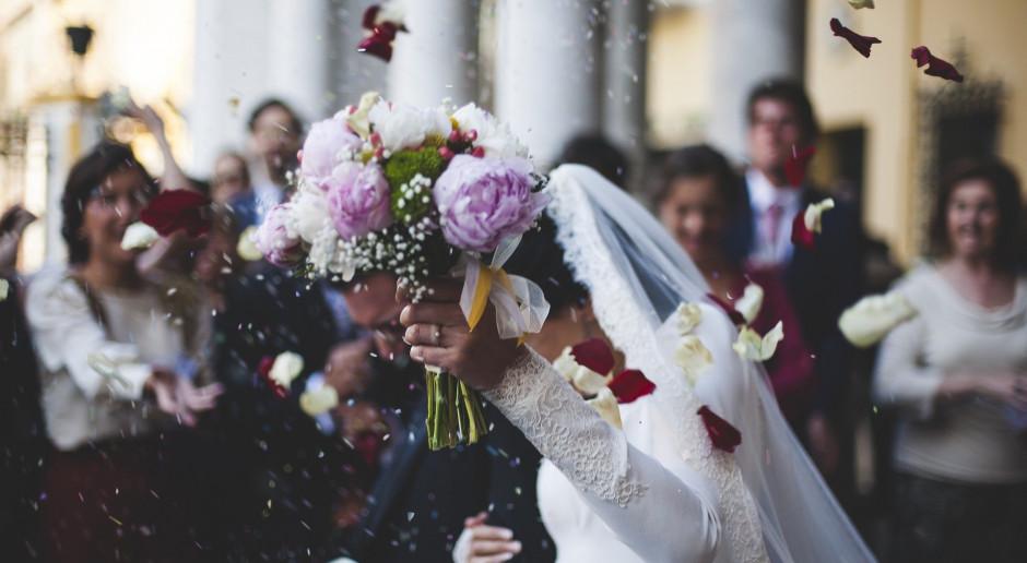 Morawiecki: Śluby mogą się odbywać, wkrótce doprecyzowanie dotyczące wesel