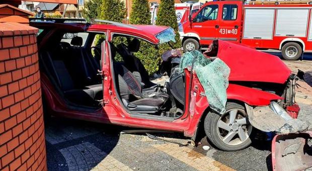 Mazda wjechała w przyczepę ciągnika