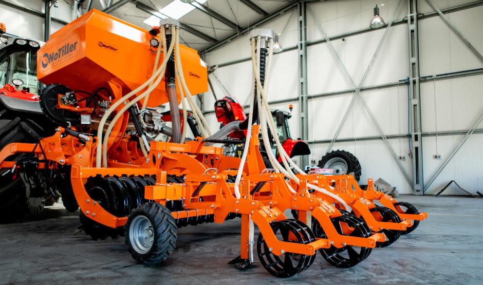 Multi 3000 to maszyna o szerokości roboczej 3 m, którą jest w stanie obsłużyć ciągnik o mocy ok. 150 KM. fot. P. Bieńko.