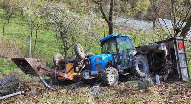 Wypadek z dwoma traktorami - rolnik przygnieciony pojazdem