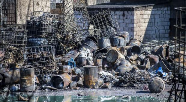Sposoby usuwania skażenia po pożarze w Nowinach budzą wątpliwości