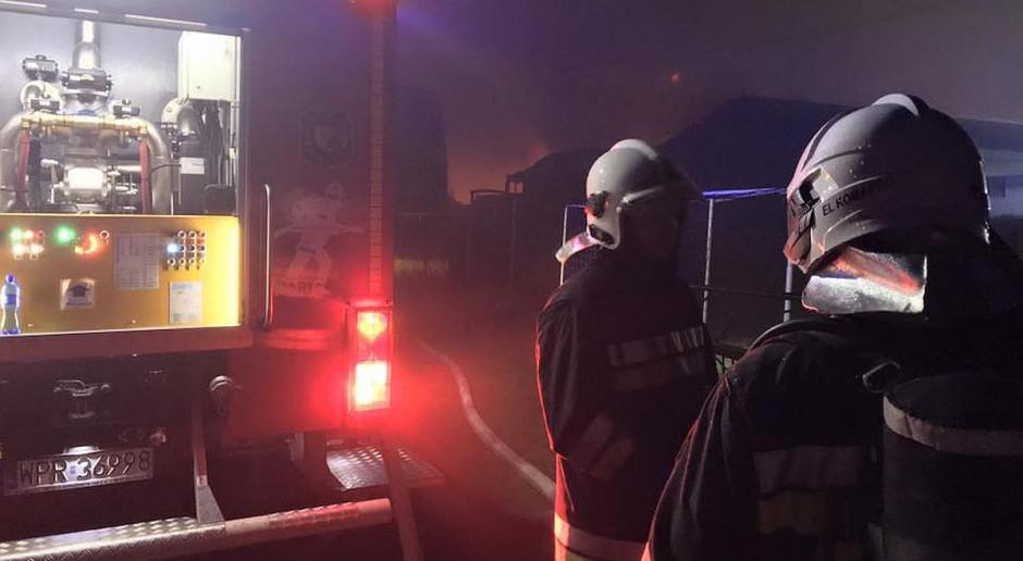 Wielkopolska: Strażacy walczą z pożarem składowiska odpadów w Pyszącej