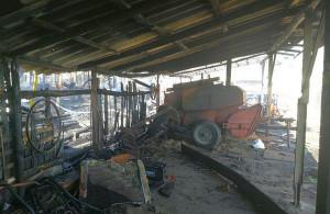 Strażakom udało się ocalić trzecią wiatę z kombajnem, oraz stodołę