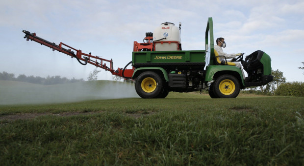 Maszyny John Deere pomagają rolnikom walczyć z koronawirusem
