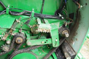Olej na łańcuchach iosłonach świadczy odobrej wydajności automatycznego układu smarowania