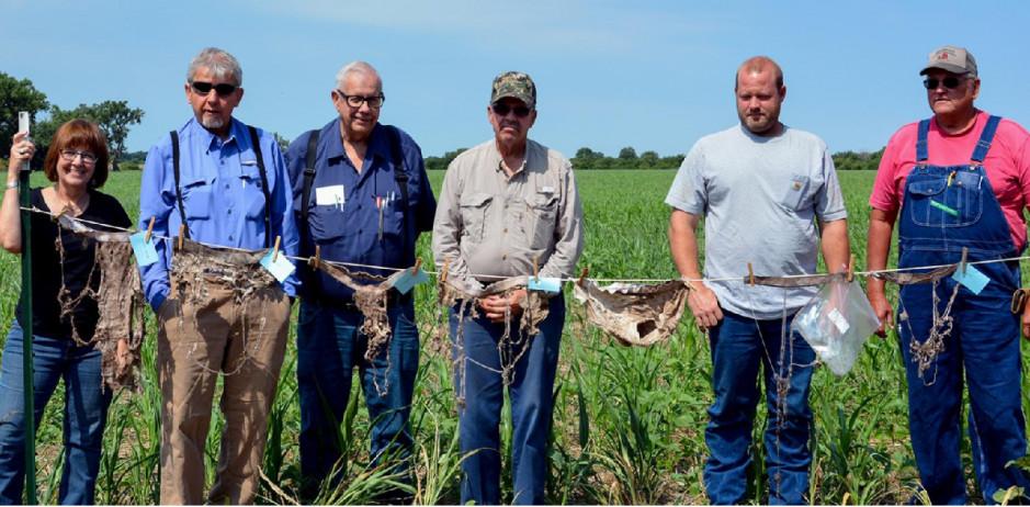 Rolnicy, którzy wzięli udział w eksperymencie (od lewej): Lisa French, Brent Oatney, Jim Robb, Steve Yust, Brian Stauffer i Jim Ball, FarmProgress.