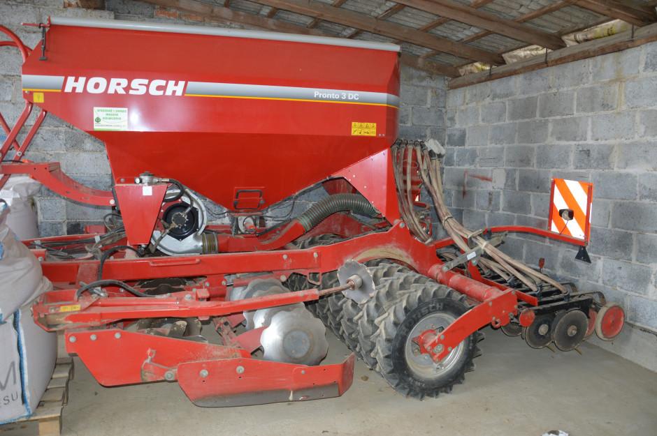 W roku 2004 rolnik jako jeden z pierwszych w Polsce zakupił siewnik Pronto o szerokości 3 m, dzięki niemu siew w mulcz przestał być problemem.