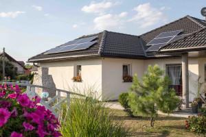 Znaczący wpływ odgrywa sposób wykorzystania wytwarzanej energii elektrycznej. Za każdą oddaną 1 kWh można odebrać 0,8 kWh energii (lub 0,7 kWh dla instalacji o mocy 10-50 kW). Foto. Hewalex