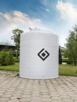 Przy zakupie zbiornika warto zwrócić uwagę na jego kształt, musi on być stabilny, dopasowany do posiadanej infrastruktury i posiadać wygodny w użyciu króciec i właz zalewowy oraz zawór spustowy. Woda wlewana do zbiornika powinna zostać wstępnie przefiltrowana, Fot. Swimer