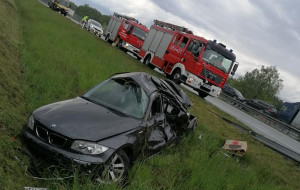Auto po zderzeniu dachowało. Jego kierowca trafił do szpitala