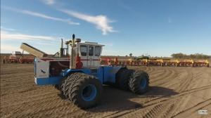 Australijskie traktory Baldwin to maszyny unikatowe - ten na zdjęciu ma 600 KM, fot. youtube/ONUS_Agronomy