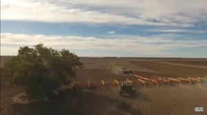 Największy siewnik na świecie obsiewa australijskie, trudne w uprawie pola, fot. youtube/Onus_Agronomy