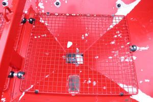 Praktyczne sito ładunkowe pozwala na zatrzymanie elementów, które mogłyby zablokować lub utrudnić pracę podajnika ślimakowego