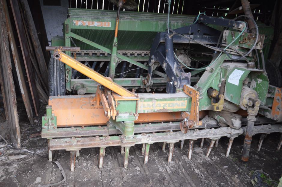 Siewy zbóż i rzepaku rolnik od wielu lat wykonuje aktywnym agregatem uprawowo--siewnym Amazone opartym na bronie wahadłowej oraz siewniku stopkowym