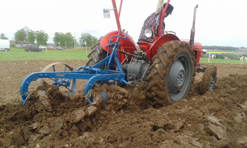 Konkursu Orki Zabytkowymi Traktorami Lubecko, gmina Kochanowice, fot. ArT
