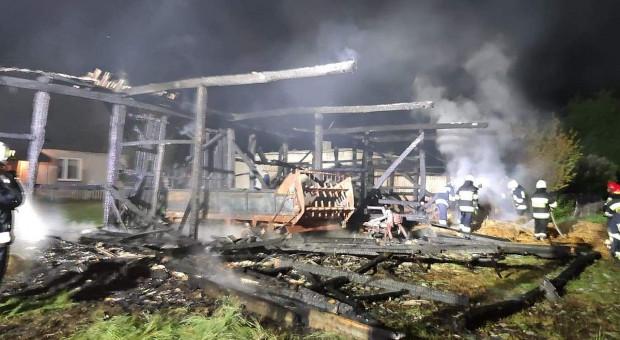 W gospodarstwie pod Koninem spłonęła stodoła z maszynami wewnątrz