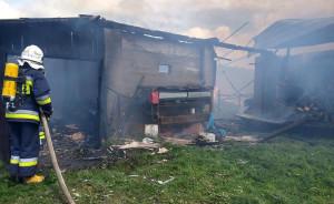 Pożar strawił również kilkanaście sztuk bydła i płody rolne, Foto: OSP Olsza
