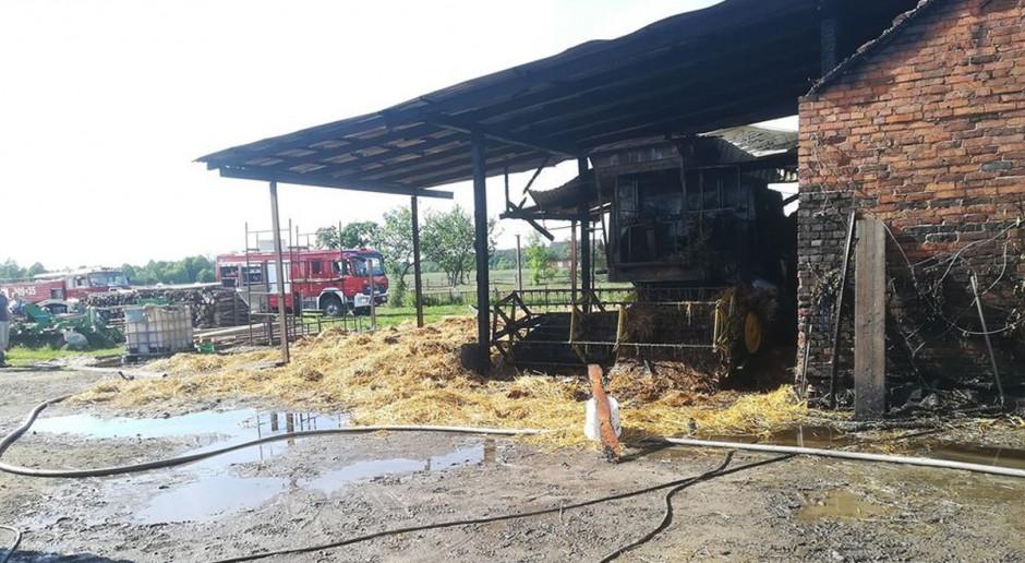 Płonęły budynki, słoma i kombajn - poparzony gospodarz