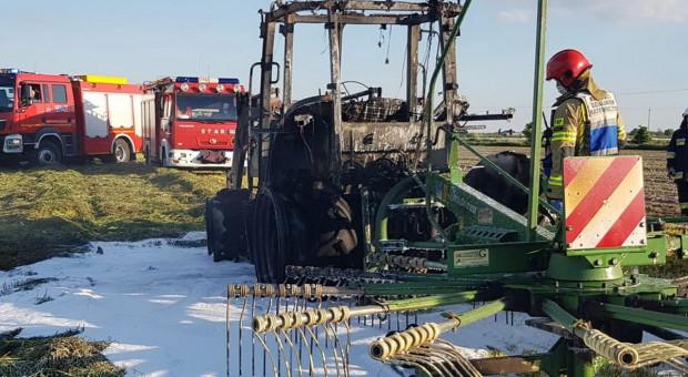 Przy zgrabianiu siana zapalił się ciągnik