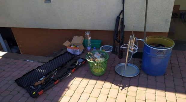 Bimber, dziczyzna i broń w gospodarstwie